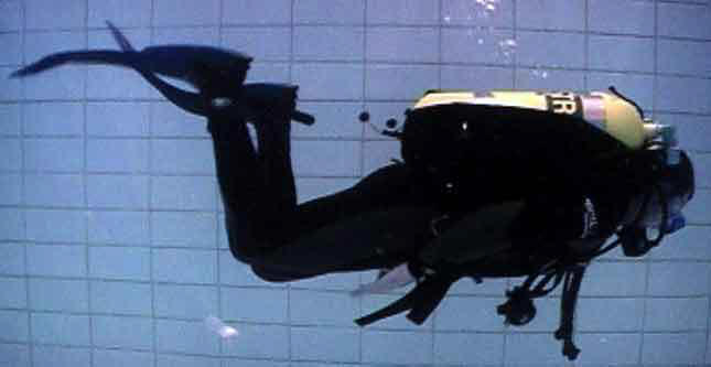 Apart from the dangling stuff, this diver shows good horizontal trim